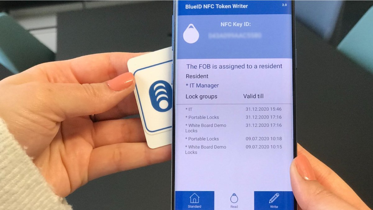 Writing a token/key on a NFC card with the BlueID NFC Token Writer App